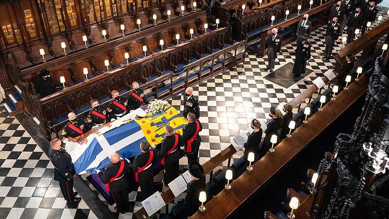 Queen Elizabeth alone in her grief