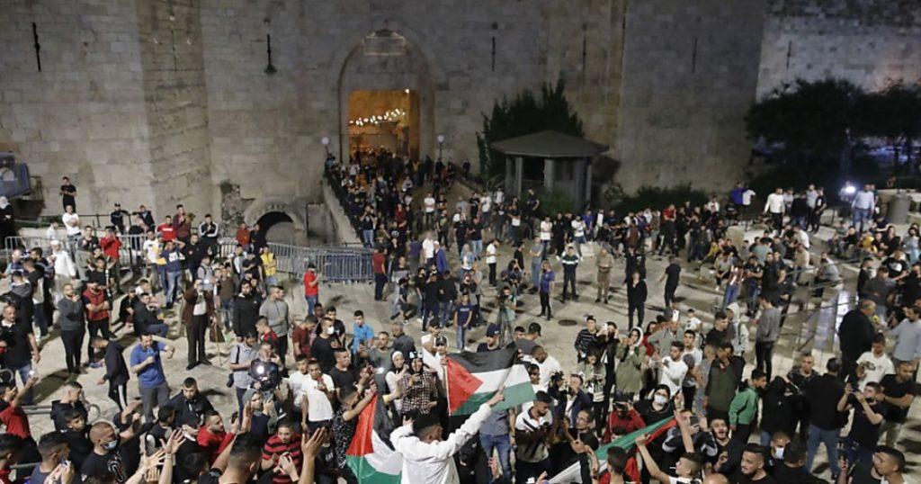 Police remove roadblocks in East Jerusalem