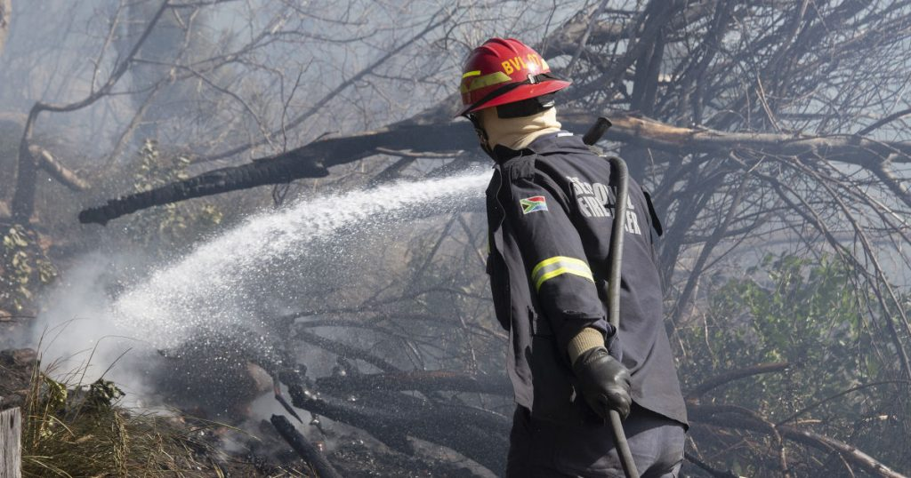 Cape Town continues to fight major fires