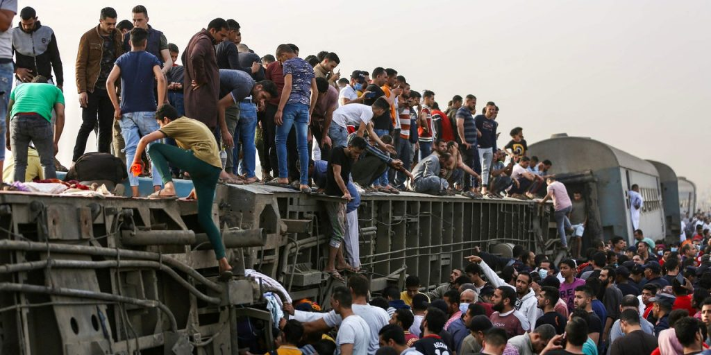 Dozens of wounded and nine dead in a train accident - Al-Alamiah