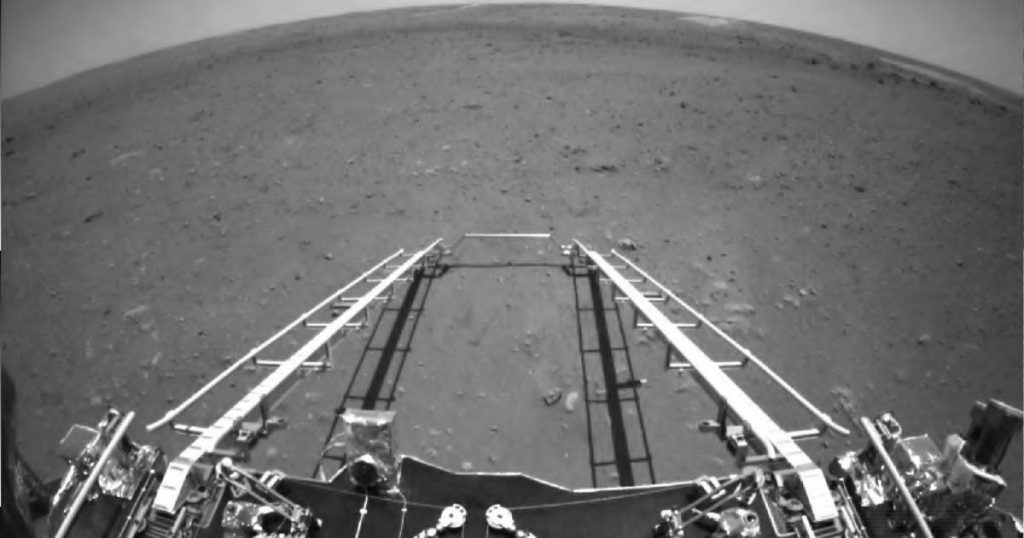 The Chinese probe on Mars is sending its first photos and videos back to Earth