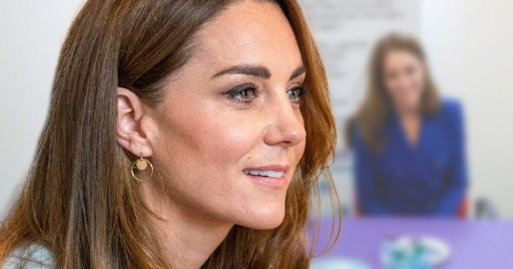 Duchess Kate: Ladylike in Two Pieces in Royal Blue: This look goes perfectly with your engagement ring