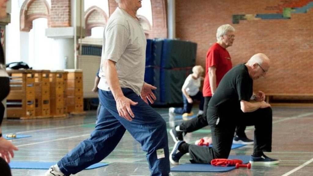 Family: strength first, then endurance: the correct exercise program in old age