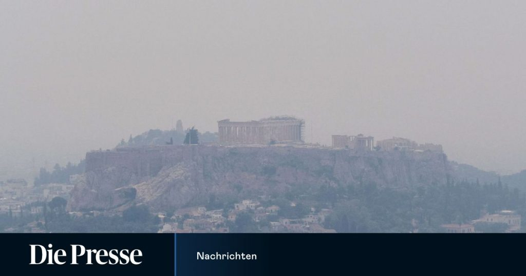 Fire brigade continues fighting forest fires near Athens