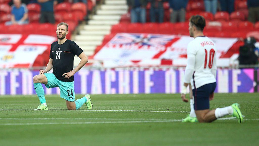 Despite the 'negative feedback': England kneel in the EM stadium - football