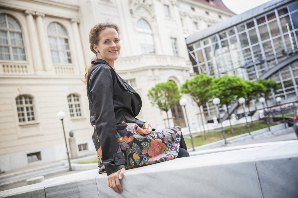 Departure at the Opera: Nora Schmid travels from Graz to the Semperoper in Dresden