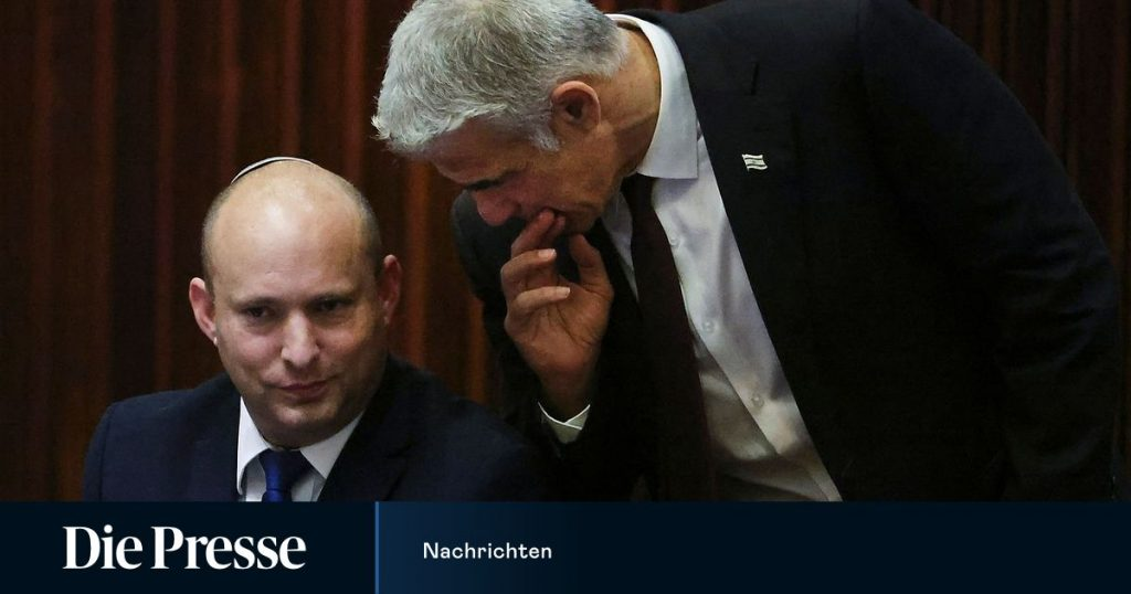 End of an era: Lapid's eight-party alliance against Netanyahu stands ضد
