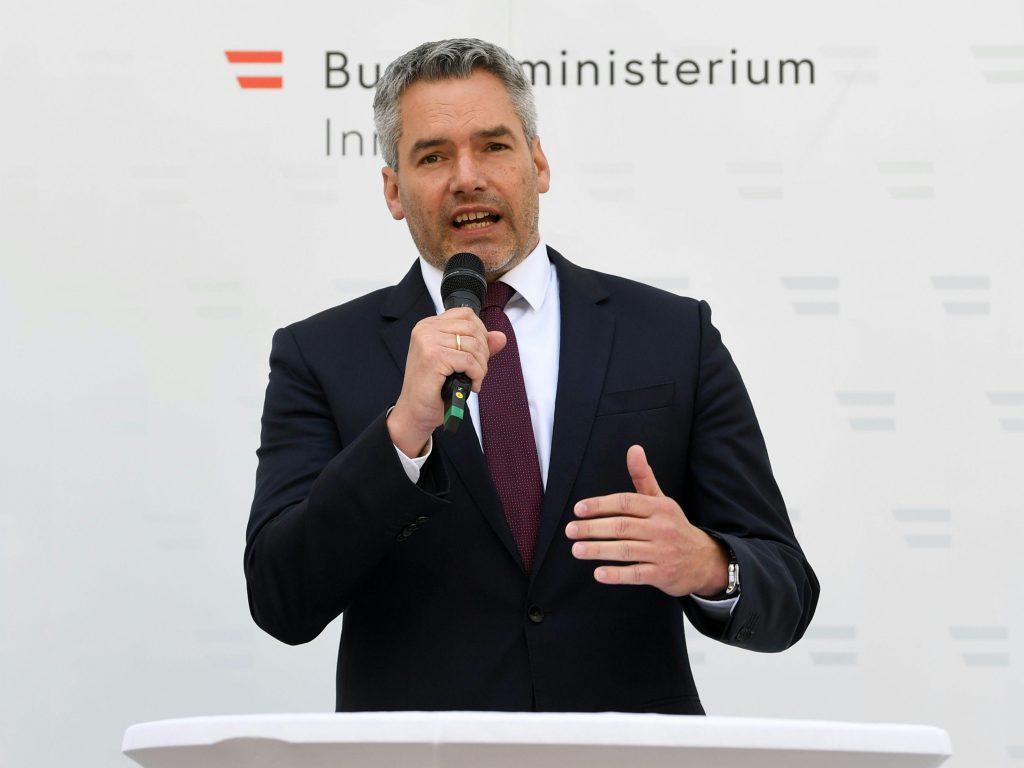 Escape routes in Afghanistan: Nihmer criticizes the EU commissioner - Politics