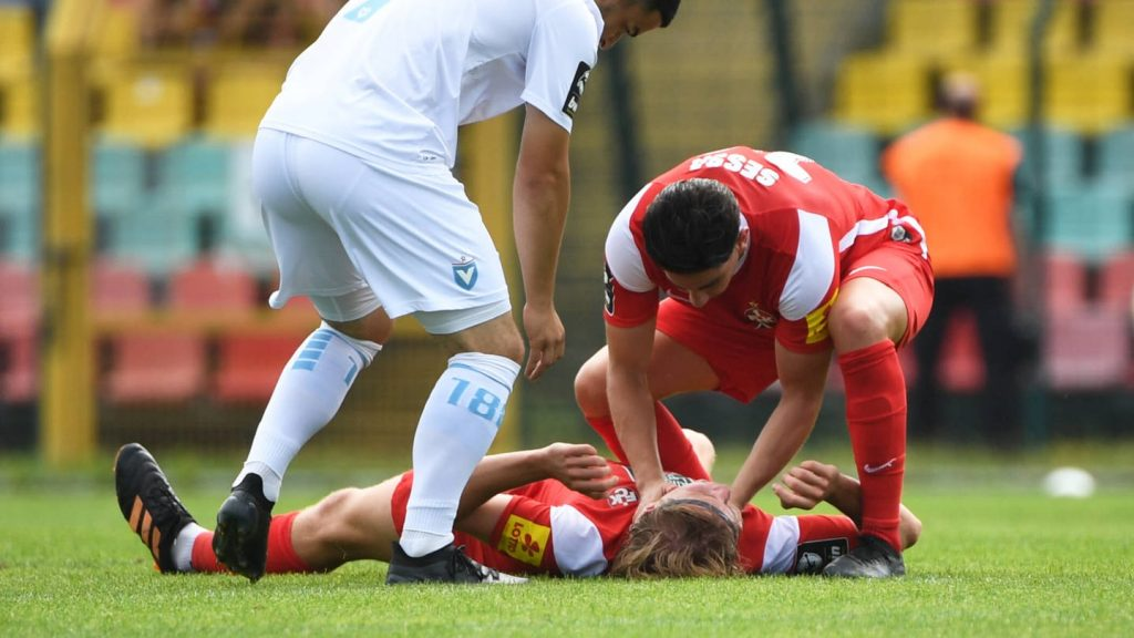 Head injury: Lutheran's Felix Gotze in intensive care - football