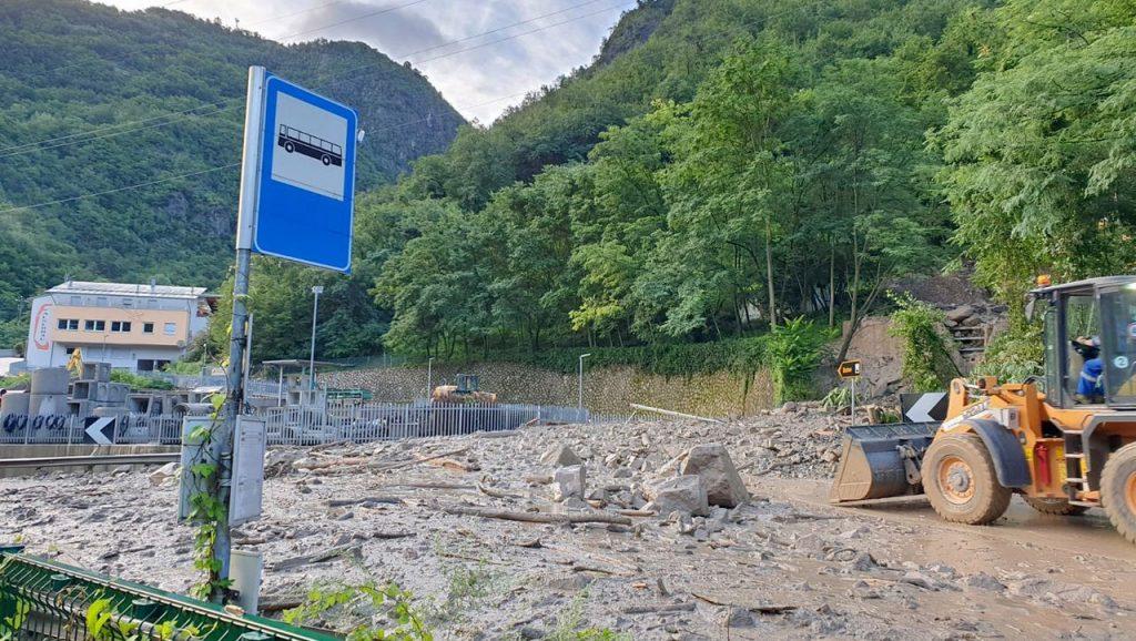 Italy: South Tyrol flood warning - roads closed due to landslides