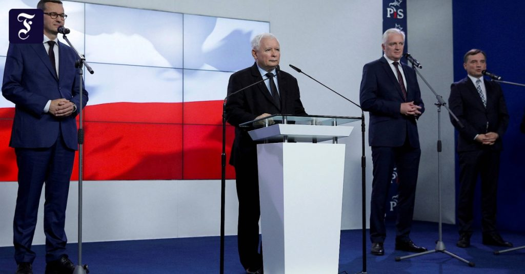 Poland's conservative national coalition collapsed