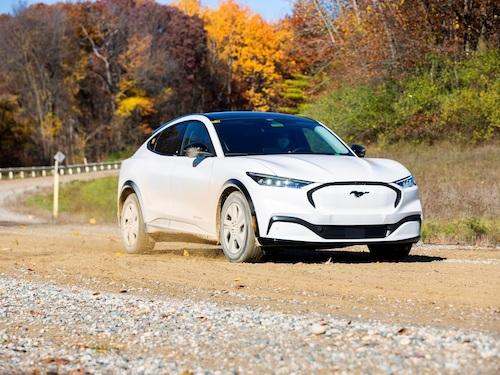 Robots, car washes, cobblestones - for a durable electric car