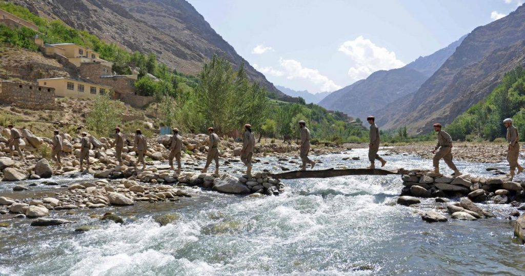 """The Taliban sends """"hundreds of fighters"""" to the Panjshir Resistance Valley"""