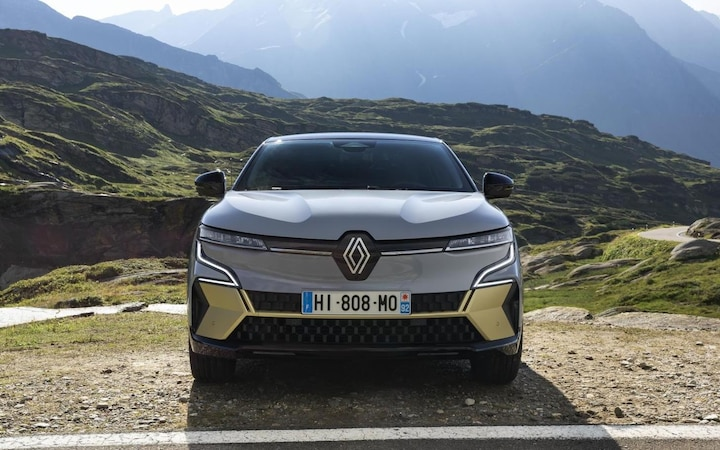 Thanks to the low cooling requirements of the electric motor, the designers of the Mégane E-TECH were able to create a largely closed front.