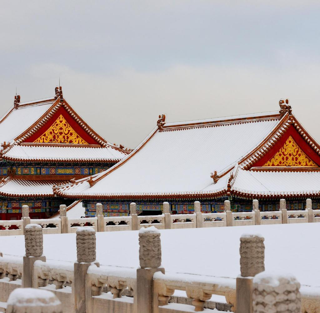 HANDOUT - CAPTION The traditional Chinese architecture of the Forbidden City is covered in snow.  Credit Jin Wang, Palace Museum use restrictions, please indicate the owner of the article when publishing.  Reporters may use this material freely as part of their news coverage, with appropriate attribution.  These materials may not be modified or altered.  ACHTUNG: Frei nur zur redaktionellen Verwendung im Zusammenhang mit der Berichterstattung uber die Studie bei Nennung des Credits: Jin Wang, The Palace Museum Foto: Jin Wang, The Palace Museum