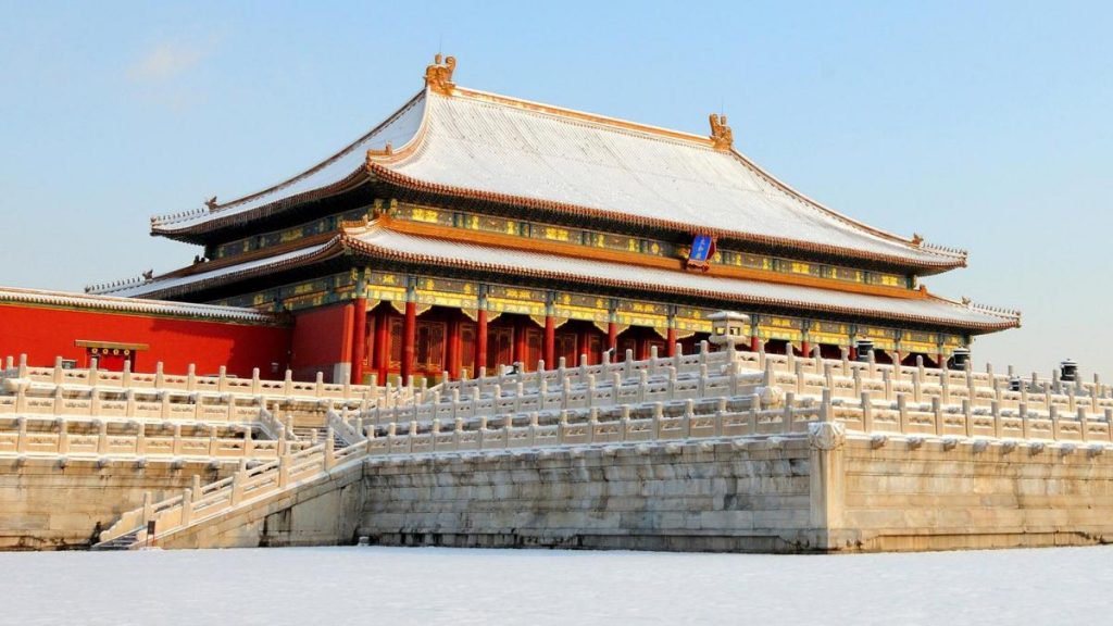Climate fluctuations: In cold periods, the Chinese built their roofs differently