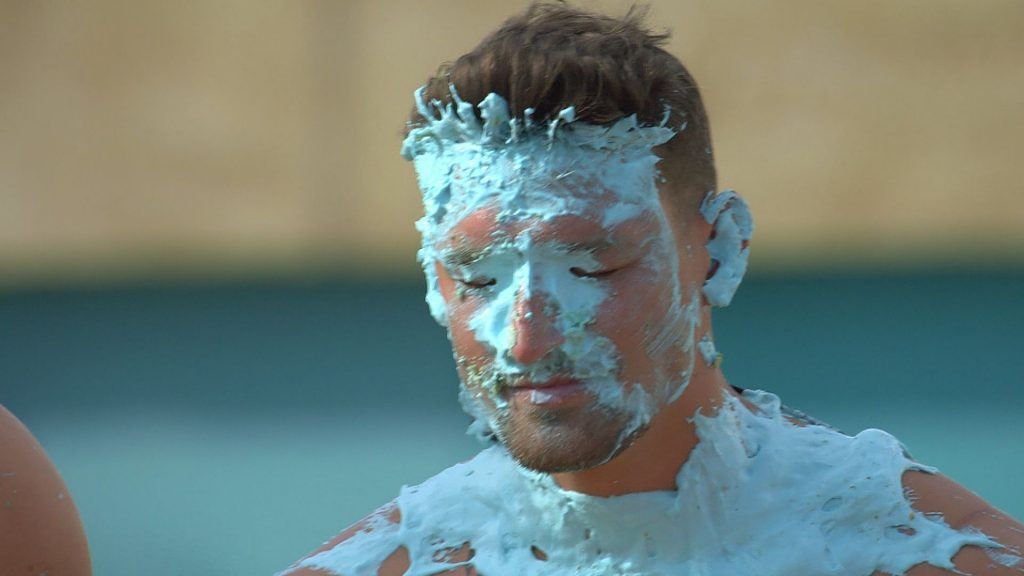 """After a cake fight: """"Love Island"""" - Yannick angrily next to himself"""