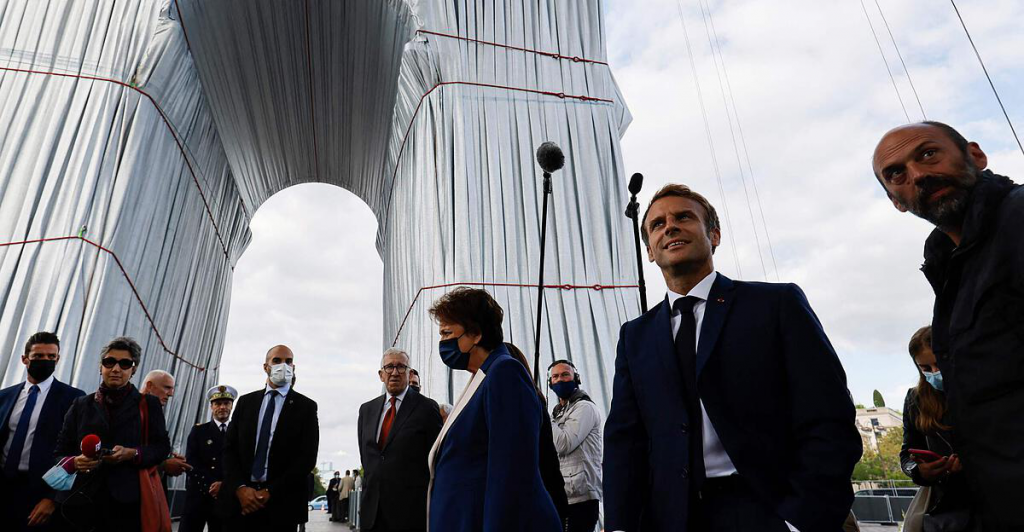 Macron opened the Arc de Triomphe, which was hidden according to Christo's plans