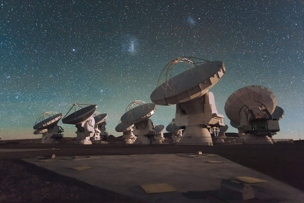 The Hubble and ALMA telescope solve mysteries about dead galaxies