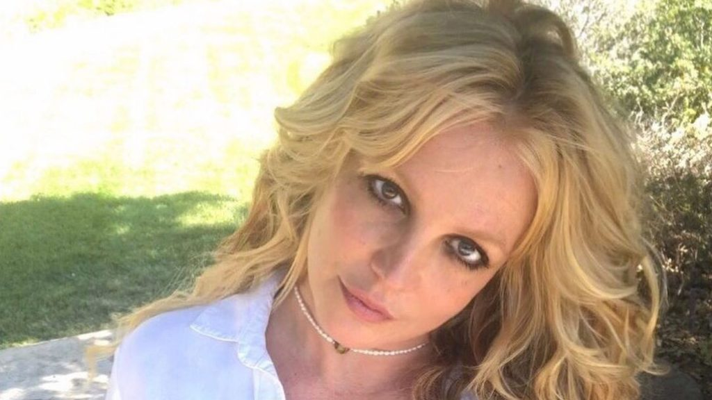 After guardianship ends: Britney Spears 'still has to heal'