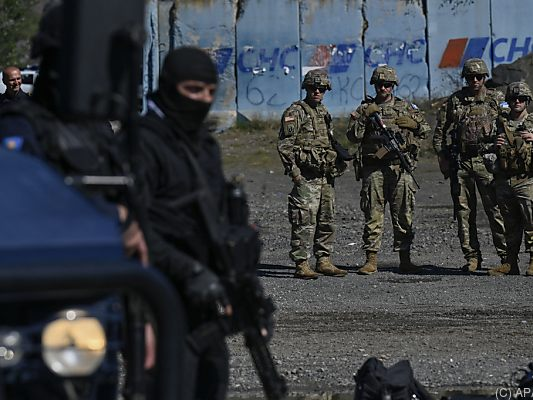 Kosovo and Serbia release banned border crossings